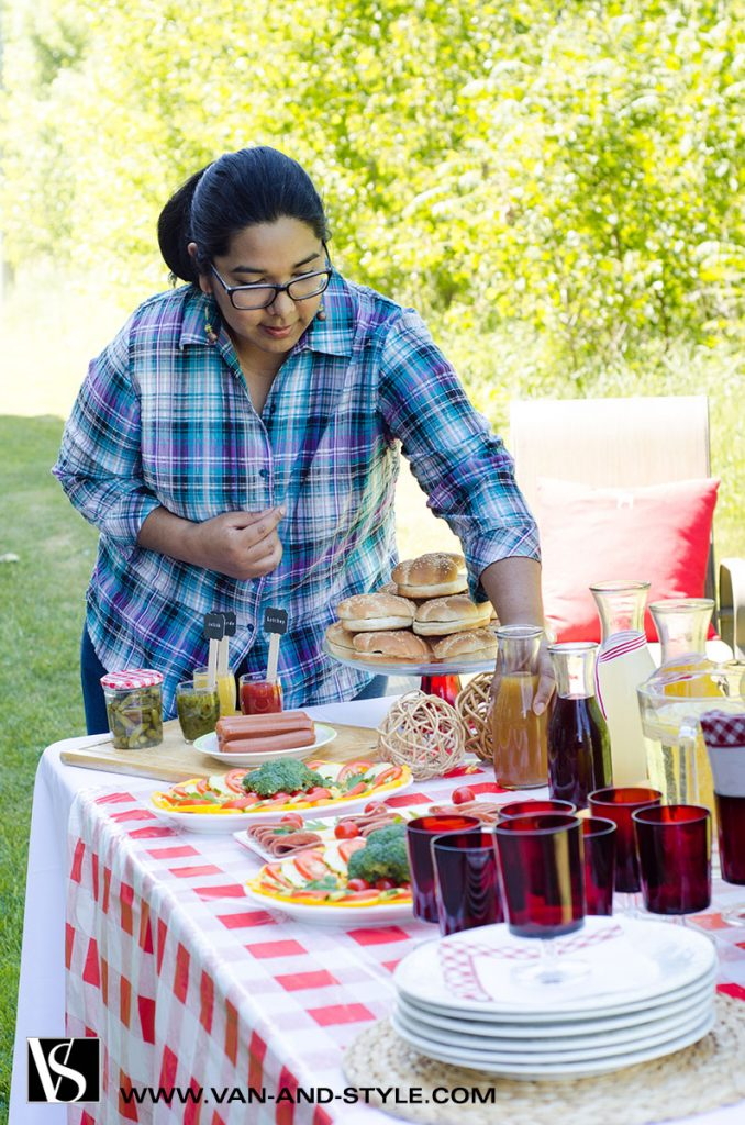 Barbecue Party | Setting the table